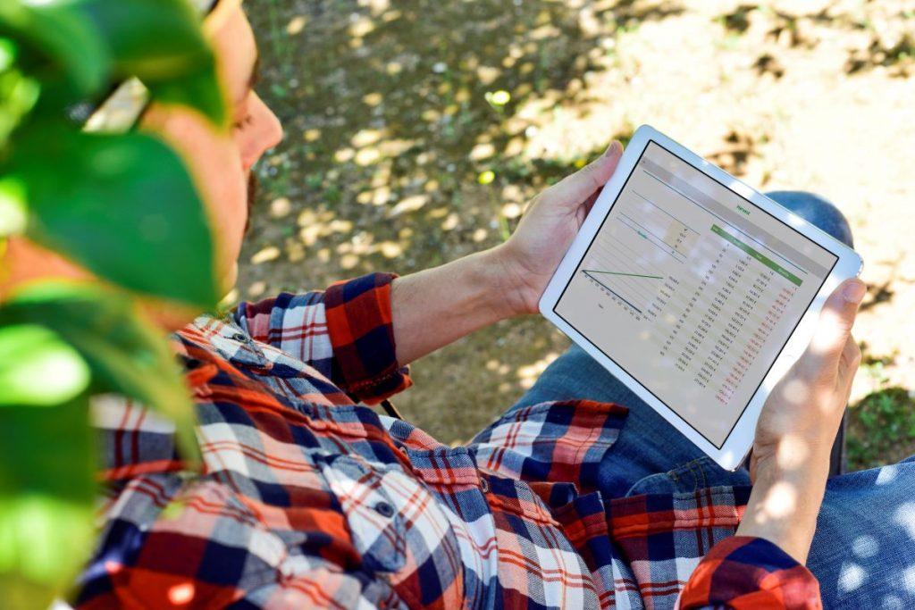Farmer monitoring result data of irrigation system